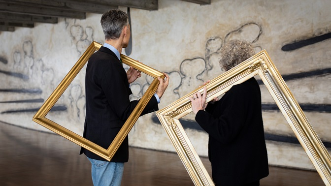 Ulrike Landfester and Jörg Metelmann with picture frames – reframing management education.
